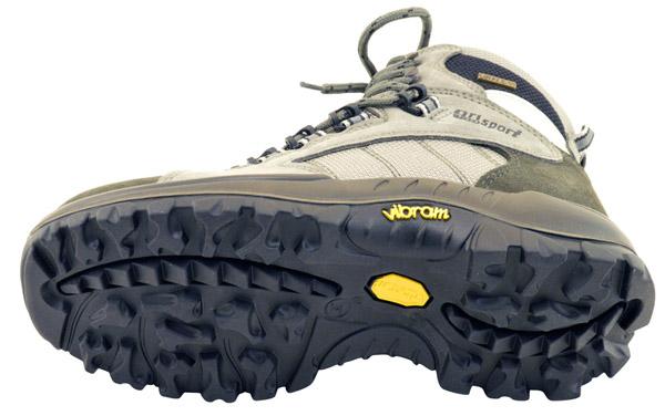 Un azienda affidabile e leadership nel settore è certamente Vibram® e viene  utilizzata dalla maggior parte dei produttori di scarpe da trekking e  alpinismo. aa80a1bd150